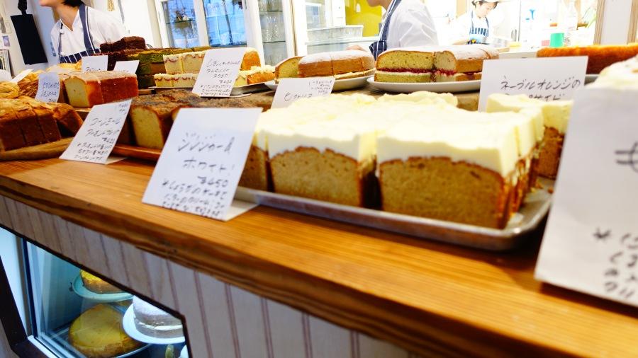 熱鬧的蛋糕山排排站