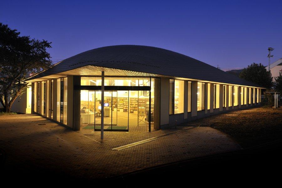 夜晚的小布施圖書館
