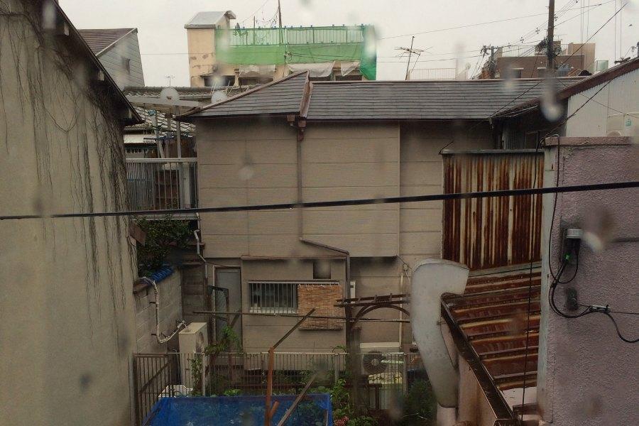 guesthouse窗外淒涼景色