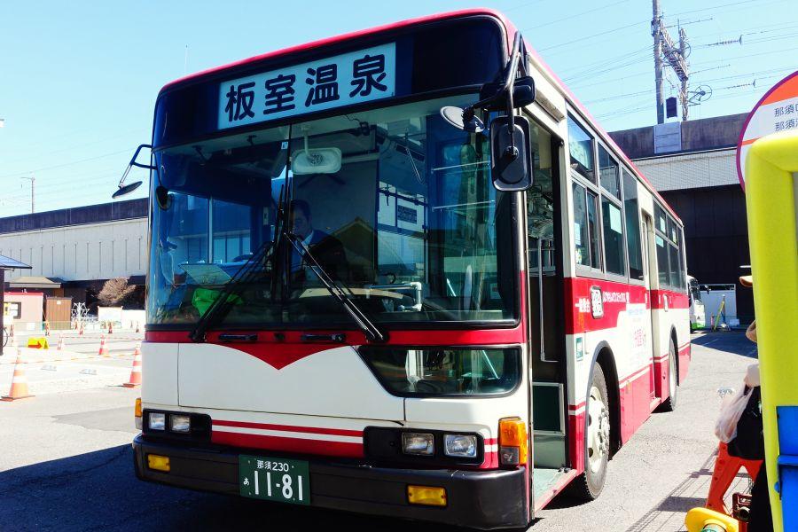 栃木那須黑磯站前前往奈良美智「N's YARD」美術館的巴士